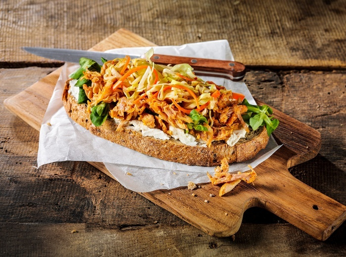 Lebo recept boerenbrood met naturel roomkaas en pulled chicken