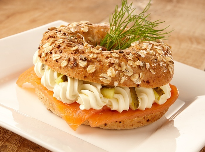 Lebo recept bagel met naturel roomkaas, zalm en augurk